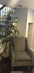 ARM CHAIR, BRAND NEW CONDITION, NEED GONE ASAP!