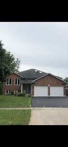 3 bedroom 2 bath ( including en-suite) upper unit Welland West!