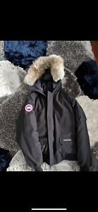 BRAND NEW CANADA GOOSE W TAGS ON UNWORN