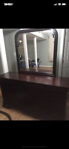Dresser with mirror for sale 125$