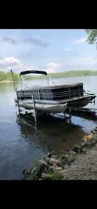 Pontoon lift with wheels and easy lift.  Floe VSD 5000