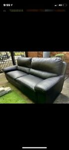 Leather Couch Excellent Condition⭐️⭐️⭐️⭐️⭐️