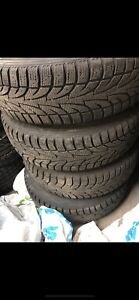 4 pneus 185-70-14 pour l'hiver,