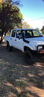 $4900 firm  hilux 4x4 2.7 petrol 2000 model