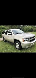 2010 Chevy Suburban LT Fully Loaded 4372218247