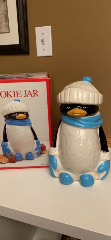 Vintage Nelson McCoy Pottery Chilly Willy Penguin Cookie Jar with box