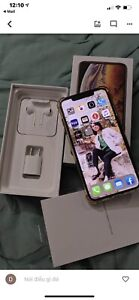 Iphone Xs Max; 64gb, like new with apple receipt ; waranty. Box.