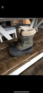 Boys winter boots - size 8