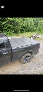 Black hard cover dodge tonneau cover for ram 1500