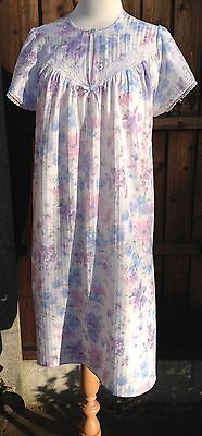 Vintage White Nightdress with Stunning Floral Pastel Colour Print Size 16 VGC