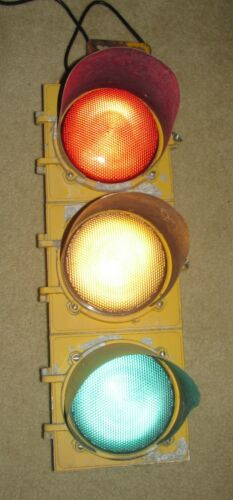 "8"" Aluminum 3 section LED Traffic Signal Light with hanger (L)"