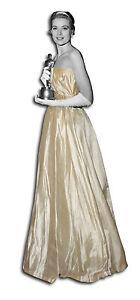 Ancienne robe de bal / mariage Epoque 1950 Vintage France new look style Dior - France - État : Occasion: Objet ayant été utilisé. Consulter la description du vendeur pour avoir plus de détails sur les éventuelles imperfections. ... Type: Robe Epoque: Aprs-guerre, Années 50 Genre: Femme Couleur: champagne Taille: S Matire: Soi - France