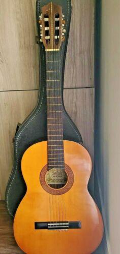Vintage Suzuki Classical Guitar Model 700 W Case 60