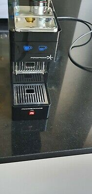 Francis francis Y3 espresso coffee machine. Illy Iperespresso pods
