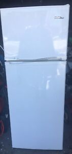DANBY DESIGNER APARTMENT SIZE FRIDGE