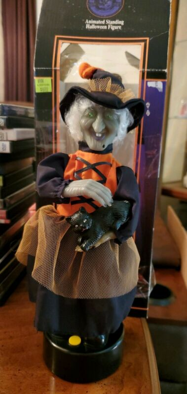 GEMMY HALLOWEEN FACTORY ANIMATED WITCH PETTING HER CAT 1996 - works