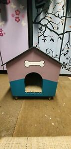 Small kennel on wheels