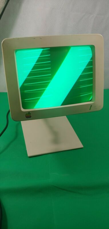 Vintage Apple Monitor G090S, A2M4090 with Stand. Powers On.