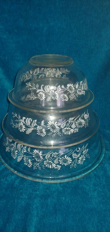 VINTAGE PYREX SET OF 3 CLEAR GLASS WHITE FLOWERS COLONIAL MIST BOWLS 322 323 325