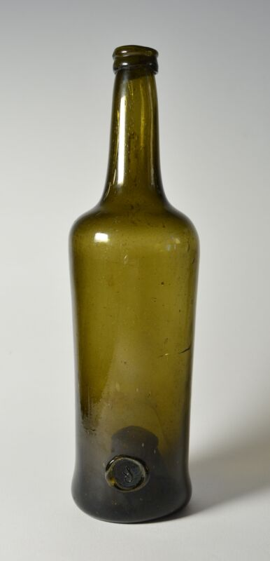 Unique sealed wine bottle (a seal located at the bottom of the bottle) ca. 1800