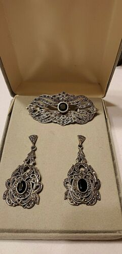 VINTAGE 925 STERLING SILVER ONYX AND MARCASITE EARRINGS AND BROOCH PIN SET  SIGN