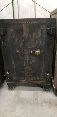 1888 Double Door Victor Safe- FULKY FUNCTIONAL-RESTORATION & DELIVERY AVAILABLE