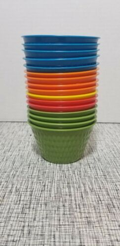 16 VINTAGE SMALLER PLASTIC MARGARINE BOWLS CEREAL COLORFUL DIAMOND PATTERN