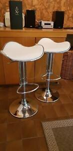 2 X MODERN KITCHEN BAR STOOLS, WHITE/CHROME, IN GREAT CONDITION