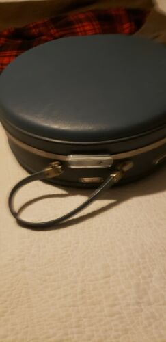 VINTAGE ROUND AMERICAN TOURISTER LUGGAGE NO KEY CLEAN
