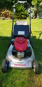 Self Propelled Honda Mower - HRR216-VYUA