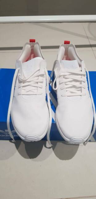 078d0f389606 NEW Women  39 s Adidas ZX Flux Smooth White Sneakers