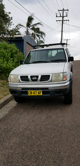 Nissan Navara 3.ok v6 petrol and gas 4x4 2000 model