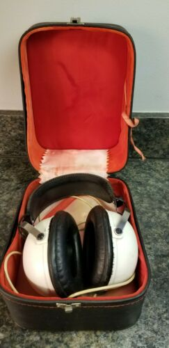 Vintage Pioneer White Headphone No. SE-20A in Original Case