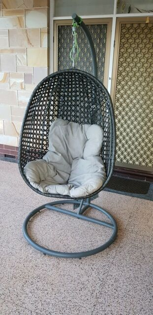 Outdoor hanging Egg Chair   Lounging & Relaxing Furniture ...