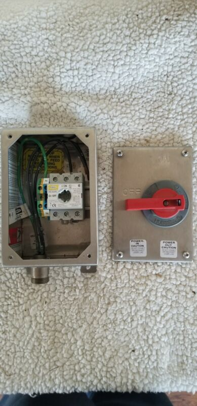 NEW Hubbell HBLDS3SSAC Circuit-Lock Disconnect Switch 30A 600V N4X,12 Stl Steel