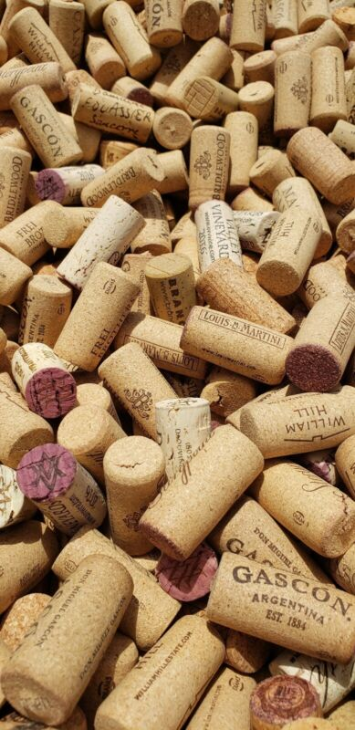 500 hand pulled red and white wine corks. All Natural