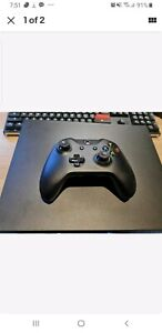 Xbox one x 1tb with one controller