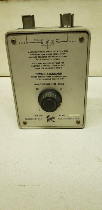 TEKTRONIX 013-028 (013-0028-00) VINTAGE TIMING STANDARD / CALIBRATION FIXTURE