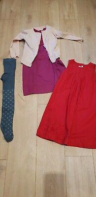 2 schöne Mädchen Kleider in 122 + Strickjäckchen und Strumpfhose