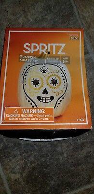New !  Halloween Spritz Pumpkin Craft Kit for 9