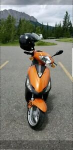 Moped scooter