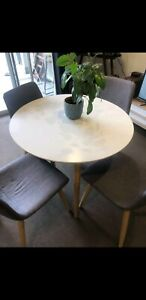 Circular 4 seater dining table with chairs