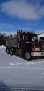 1996 Mack CL713.    Call Ray 418 985 2517 or 418 937 7225