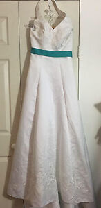 Halter Neck Embroidered White w/ Green Bow Wedding Dress (Size 8) Hollywell Gold Coast North Preview