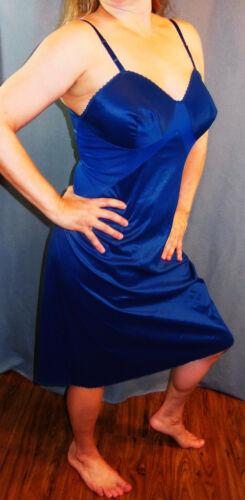 GOOD FIND!!! 1960s VANITY FAIR BLUE VINTAGE SHINY TAFFETA NYLON FULL SLIP 40 EVC