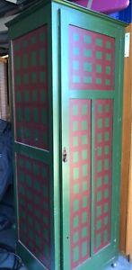 Storage cupboard on castors