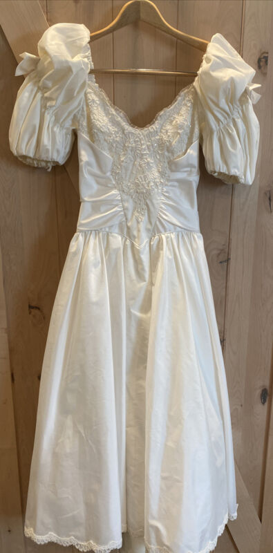 Unbranded Vintage 80s White Satin Beaded Lace Wedding Dress size 5-6 Bows Puff