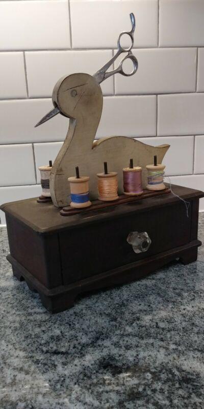 VTG SOLID WOOD SEWING BOX SPOOL HOLDER 1 DRAWER FOLK ART BIRD/Scissors/Spools