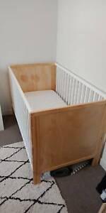 Mocka cot, mattress and bedding