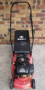 4 STROKE LAWN MOWER EXCELLENT,SERVICED WITH LIKE NEW CATCHER!